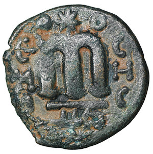 R/ Islamic. Arab-Byzantine, Umayyad Caliphate. Æ Fals. Hims (Emesa), circa AD 685-690. 2.95 gr. – 18,4 mm. O:\ Crowned imperial bust facing, holding globus cruciger; KAΛON downwards to left, wavy line to right of crown, bi-hims in Arabic and star to right. R:\ Large cursive M above exergual line; star flanked by two annulets above, EMI downwards to left, CIC downwards to right, tayyib in Arabic in exergue. SICA I 539-42; Goodwin 14 var. Rare. aXF