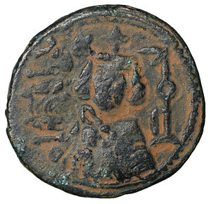 D/ Islamic. Arab-Byzantine, Umayyad Caliphate. Æ Fals. Hims (Emesa), circa AD 685-690. 3.75 gr. – 20,6 mm. O:\ Crowned imperial bust facing, holding globus cruciger; KAΛON downwards to left, wavy line to right of crown, bi-hims in Arabic and star to right. R:\ Large cursive M above exergual line; star flanked by two annulets above, EMI downwards to left, CIC downwards to right, tayyib in Arabic in exergue. SICA I 539-42; Goodwin 14 var. Rare. aXF