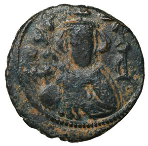 D/ Islamic. Arab-Byzantine, Umayyad Caliphate. Æ Fals. Hims (Emesa), circa AD 685-690. 4.75 gr. – 22,1 mm. O:\ Crowned imperial bust facing, holding globus cruciger; KAΛON downwards to left, wavy line to right of crown, bi-hims in Arabic and star to right. R:\ Large cursive M above exergual line; star flanked by two annulets above, EMI downwards to left, CIC downwards to right, tayyib in Arabic in exergue. SICA I 539-42; Goodwin 14 var. Rare. aXF