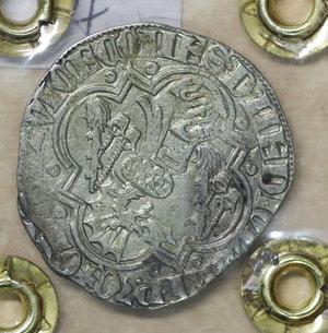 R/ PAVIA. Galeazzo II Visconti (1359-1378). Grosso da un soldo e mezzo. 2.43 gr. – 23.8 mm. D:\ Cimiero con drago tra tizzoni e secchie. R:\ San Siro in trono con pastorale CNI 6/9 e 13/14; MIR 845/1. Raro. SPL