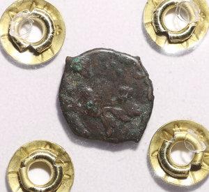 R/ SICILIA. Filippo II di Spagna. 1554-1598 DC. 2 Piccioli. Zecca di Messina.Mi. 1,06 gr. 12,72 mm. D:\ Corona fogliata. R:\ Aquila volta a dx.. PERIZIATA
