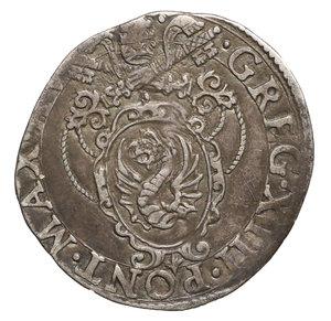 D/ Gregorio XIII (1572-1585). Giulio. 3.0 gr. – 27,00 mm. D:\ Stemma ovale in cornice. R:\ Figure di San Pietro e San Paolo. Munt. 107. BB. PERIZIATA