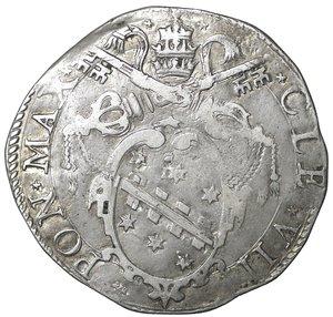 R/ Stato Pontificio. ROMA. Clemente VIII (1592-1605). Testone 1593. 9.15 gr. – 31.2 mm. D:\ Stemma ovale in cornice. R:\ Il Santo seduto a s. CNI 28; Munt. 32a. Raro. SPL