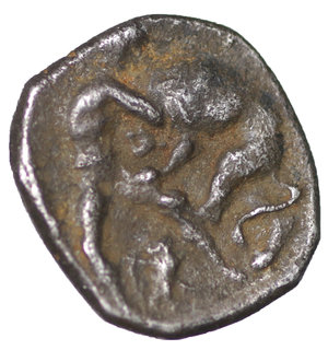 reverse: Calabria, Tarentum. 325-280 AD. Diobol. 325-280. AR 10.5mm., 0.99g. O:\ Head of Athena r., wearing Attic helmet. R:\ Herakles standing l., fighting against lion, in r. field, bunch of grapes. Vlasto 1405. aXF