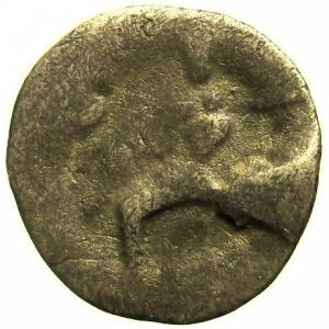 reverse: I Celti del Danubio. II-I sec. a.C.: Dracma ad imitazione del tipo di Filippo III di Macedonia. AG. D/ Testa di Eracle. R/ Zeus in trono a sinistra con aquila sulla mano destra. Peso gr. 3,1. Diametro mm. 18. qBB.