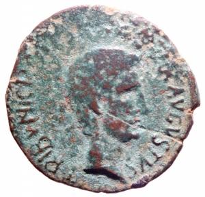obverse: Impero Romano. Augusto. 43 a.C.-17 d.C. Asse. D/ CAESAR AVGVSTVS TRINVNIC POTEST Testa di Augusto verso destra. R/ C CASSIVS CELER IIIVIR AAAFF Intorno SC. RIC.376. Peso 9,00 gr. Diametro 28 mm. qBB. Patina.>>