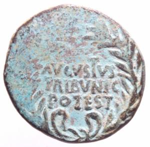 reverse: Impero Romano. Augusto. 27 a.C. - 14 d.C. Asse. D/ AVGVSTVS TRIBVNIC POTEST Testa di Augusto verso destra. R/ C MARCIVS CENSORINVS III VIR A A A F F. RIC.37. Peso 9,02 gr. Diametro 26 mm. BB. Patina. R.>>