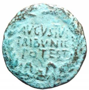 reverse: Impero Romano. Augusto. 27 a.C. - 14 d.C. Asse. D/ AVGVSTVS TRIBVNIC POTEST Testa di Augusto verso destra. R/ Q CRISPINVS SVLPICIANVS III VIR A A A F F. RIC.335. Peso 7,29 gr. Diametro 26 mm. BB. Patina. R.>>