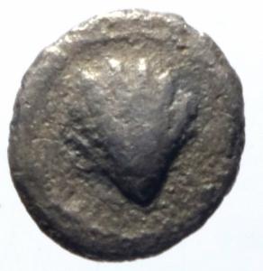 obverse: Mondo Greco. Calabria. Tarentum. 380-334 a.C. Obolo. AG. D/ Conchiglia. R/ Testa femminile a destra. SNG ANS 1342. Peso 0.60 gr. Diametro 10,49 mm. BB. R.