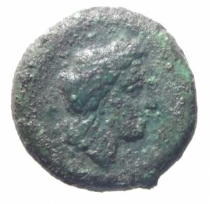 obverse: Mondo Greco.Campania, Neapolis. (Circa 250-225 A.C). AE 15mm. D/ Testa laureata di Apollo a destra. R/ Toro androcefalo a destra, AE, 3,95 gr.qBB