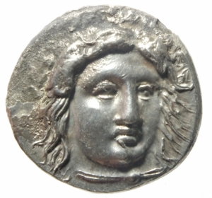 obverse: Mondo Greco.Satrapi della Caria. Pixodaros. Circa 341/0-336/5 a.C. AR Didracma zecca di Halikarnassos .D\ Testa di Apollo a frontale di 3\4 R/ Zeus Labraundos in piedi con scettro . Pixodarus 28 (A3/P14); Konuk, Identities 30; SNG Keckman 280.Peso 6,84 gr.Diametro 21,00 mm . Incrostazioni altrimenti oltre lo SPL. Ex Classical Numismatic Group Electronic Auction 425 (25 July 2018), lot 196 (cleaned since); Leu inventory with hoard ticket; Pixodarus Hoard (CH 9.421) [unillustrated]. This coin is likely Pixodarus 28f, m, or n, but the weights were not recorded in the study for these pieces.