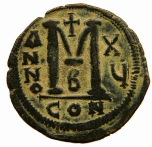 reverse: Bizantini. Giustiniano I. 527-565 d.C. AE grande Follis. D/ DN IVSTINI ANVSPP AVC. Busto frontale con elmo con diadema in mano globo sormontato da croce a destra croce sulla spalla cavaliere. R/ Grande M, sotto B, ANNO X Y sopra una croce in esergo CON. Peso gr. Diametro 34,00 mm. BB.=
