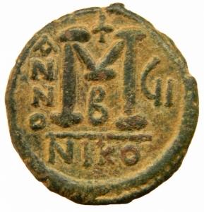reverse: Bizantini. Giustino II. 565-578 d.C. Follis. AE. Nicomedia. D/ Giustino e Sofia seduti di fronte su doppio trono. R/ ANNO III. Grande M. Sotto B. In esergo: NIKO. D.O. 92. Peso 12,85 gr. Diametro 26,50 mm. BB+.=