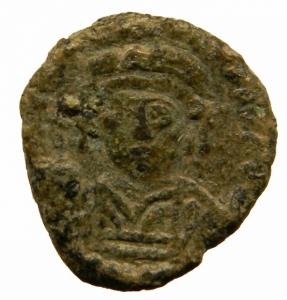 obverse: Bizantini. Tiberio II Costantino. 578-582 d.C. Decanummo. AE. Ravenna. D/ Busto di fronte. R/ Grande I tra due croci. D.O. 66. Ranieri 450-4. Peso 3,55 gr. Diametro mm. 18,50.BB\BB+. R.=