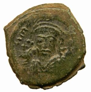 obverse: Bizantini. Maurizio Tiberio. 582-602 d.C. Follis. Æ. D/ Ô N MAUGI C N P AUT, Busto frontale. R/ M ANNO e B III. Peso 11,70 gr. Diametro 28,44 mm. BB+.=