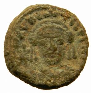 obverse: Bizantini.Maurizio TIberio (582-602) Decanummo, Catania, c. 583-584 d.C.; AE D\D N MΛVRIC - TIb PP ΛVC, busto corazzato frontale, indossa elmo con pendilia, regge globo crucigero e scudo, Rv. Grande I; a s., Λ / N / N / O, X II , in esergo CΛT. Spahr 3; Anastasi 6; Sear 581.Peso 3,05 gr. Patina verde. BB.=