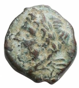 obverse: Mondo Greco - Apulia. Arpi. Ae Obolo 217-213 a.C. d/testa di Zeus verso sinistra r/ cavallo al galoppo verso sinistra sopra una stella. Peso 2,7 g. Diametro 16,4 x 17,8 mm. BB+. Intonso. Patina verde