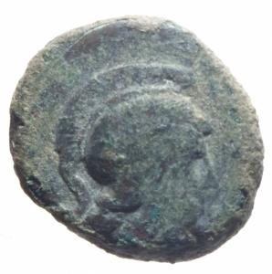 obverse: Mondo Greco. Apulia. Arpi. III sec. a.C. AE 14. D/ Testa di Athena con elmo corinzio a destra. R/ APΠANOY. Grappolo d uva. SNG ANS 646. Peso gr. 3,60. Diametro 14,00 mm. qBB. Patina.w