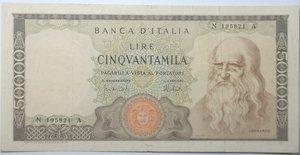 obverse: Banconote. Repubblica Italiana. 50.000 lire Leonardo. Dec.Min. 16-05-1972. Gig. BI78C. Banconota stirata, diverse pieghe e strappetto in basso. Nel complesso BB. R.