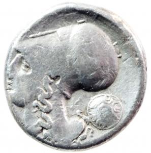 obverse: Mondo Greco. Corinto. 345-307 a.C. Statere. AG. D/ Pegaso che vola a sinistra. Sotto koppa. R/ Testa di Athena a sinistra. Dietro scudo macedone, sotto A P. Peso gr. 8,20. BB.w