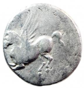 reverse: Mondo Greco. Corinto. 345-307 a.C. Statere. AG. D/ Pegaso che vola a sinistra. Sotto koppa. R/ Testa di Athena a sinistra. Dietro scudo macedone, sotto A P. Peso gr. 8,20. BB.w