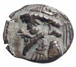 obverse: Mondo Greco Parti .Kamnaskires VI (?) AE Dracma Zecca sconosciuta D Busto del re a sinistra R\ legenda .Peso 3,05 gr.Diametro 19,00mm.BB\MB
