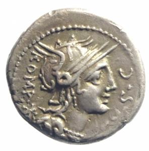 obverse: Repubblica Romana. Gens Sergia. M. Sergius Silus. ca 116-115 a.C. Denario. AG. D/ Testa elmata di Roma a destra; dietro, ROMA * e davanti, EX·S·C. R/ Cavaliere a sinistra; tiene una spada ed una testa decapitata nella sinistra; sotto il cavallo, Q / M·SERGI ed in esergo, SILVS. Cr. 286/1. B. Sergia 1. Syd. 544. Peso gr. 3,95. Diametro mm. 19,00. BB+.