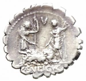 reverse: Repubblica Romana. Gens Sulpicia. C. Sulpicius C.f. Galba. 106 a.C. Denario. D/ Le teste laureate degli dei Penati affiancate a sinistra. Sotto D.P.P. (Dei Penates Publici). R/ Due uomini stanti con lancia, protendono la mano destra su scrofa sdraiata a sinistra. Sopra L. In esergo: C. SVLPICI. C. F. AG. Peso gr. 3.1. Diametro mm. 18,00. qSPL. Intonso con patina.