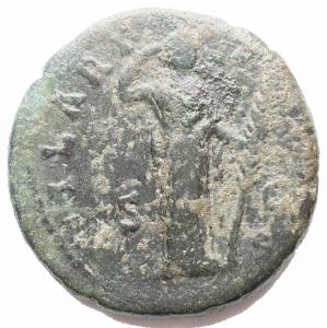 reverse: Impero Romano - Faustina II, moglie di Marco Aurelio, figlia di Antonino Pio e Faustina senior (deceduta nel 176 d.C.). Asse Ae coniato da Antonino Pio. D / FASTINAE AVG PII AVG FIL. Busto drappeggiato a destra, capelli arrotolati dietro la testa. R / HILARITAS SC. Hilaritas in piedi a destra, regolando il velo e tenendo il palmo lungo. RIC (Ant. Pius) 1375. C. 114. g 12,43. mm 26,85. BB+/BB. Patina verde. Non Comune