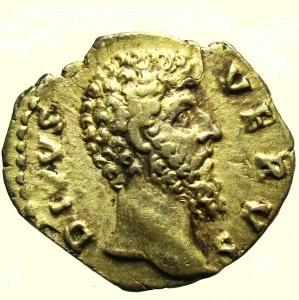 obverse: Impero Romano. Lucio Vero. 161-169 d.C. Denario : D\ DIVVS VERVS Testa verso destra R\ CONSE-CRATIO. Aquila stante a sinistra RIC 596a Peso 2,8 gr Diametro 18,7 mm BB+