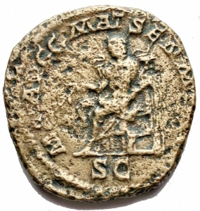 reverse: Impero Romano - Iulia Domna (Caracalla 198-217) Sestertius Rome 211-217 AD AE g 21. mm 30.3 x 30.8. d / IVLIA PIA FELIX AVG Draped bust with ds. r / MAT AVGG MAT SEN M PATR Giulia sitting towards the left. holds twig and scepter, in ex. S C. RIC 588; C 112. F-VF