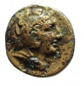 obverse: Mondo Greco. Lucania. Metaponto. 275-250 a.C. Ae 16. D/ Testa di Ercole con pelle di leone verso destra. R/ Spiga di grano a destra META. ANS2n567. Peso 2,65 gr. Diametro 15,78 mm. BB. Patina Verde a Smalto.§