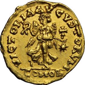 reverse: Ostrogothic Italy. Theoderic (493-526).. AV Tremissis in the name of Anastasius I, Rome mint, c. 493-518 AD