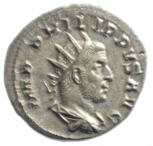 obverse: Impero Romano. Filippo I. 244-249 d.C. Antoniniano. D/ IMP M IVL PHILIPPVS AVG Busto radiato verso destra. R/ AEQVITAS AVGG Aequitas stante verso sinistra con bilancia e cornucopia. RIC.27b. Peso 4,40 gr. Diametro 23,47 mm.qFDC.Fondi a specchio, patina