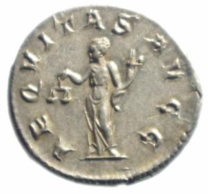 reverse: Impero Romano. Filippo I. 244-249 d.C. Antoniniano. D/ IMP M IVL PHILIPPVS AVG Busto radiato verso destra. R/ AEQVITAS AVGG Aequitas stante verso sinistra con bilancia e cornucopia. RIC.27b. Peso 4,40 gr. Diametro 23,47 mm.qFDC.Fondi a specchio, patina
