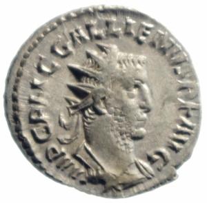 obverse: Impero Romano.Gallieno (253-268). Antoniniano. D/ IMP C P LIC GALLIENVS PF AVG. Busto radiato, drappeggiato e corazzato a destra. R/ PROVIDENTIA AVGG. Providentia, stante a sinistra, tiene bastone su globo e cornucopia. RIC 159. AG. g. 2.90 mm. 23.00 SPL.Moneta non comune e molto rara in questa conservazione