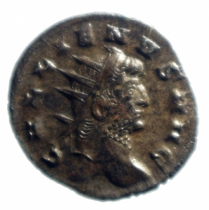 obverse: Impero Romano. Gallieno (253-268). Antoniniano, Mediolanum. D/ GALLIENVS AVG. Testa radiata a destra. R/ PIETAS AVG. Pietas stante di fronte con le braccia aperte. Ai suoi piedi a sinistra, altare. Nel campo a sinistra, S. RIC 507. MI. g. 2.83 mm. 20.00 .SPL.