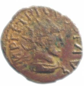 obverse: Impero Romano .Tetrico I. 271-274 d.C. Antoniniano imitativo. D/ IMP TETRICVS P F AVG Busto radiato verso destra. R/ ORICICI divinità stante . Peso 2,05 gr. Diametro 17,00 mm. qSPL.Patina cuoio.
