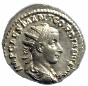 obverse: Impero Romano. Gordiano III. 238-244 d.C. Antoniniano. D/ IMP GORDIANVS PIVS FEL AVG Busto radiato verso destra. R/ FIDES MILITVM Fides stante verso sinistra due stendardi. RIC.209. Peso 4,65 gr. Diametro 23,46 mm.qFDC\SPL.