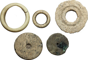 reverse: Lot of 5 bone gaming pieces.  Roman period, 1st-4th century AD.  From 32 mm to 17 mm