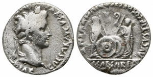 obverse: Augustus (27 a.C. - 14 d.C.) Lugdunum (Lyon). AR Denarius (17 mm. - 3,53 gr.). D.\: CAESAR AVGVSTVS DIVI F PATER PATRIAE, laureate head right. R.\: AVGVSTI F COS DESIG PRINC IVVENT, Gaius and Lucius Caesar standing facing; shields and spears between; simpulum and lituus above; C L CAESARES in exergue. RIC I 207; Lyon 82; RSC 43. qBB/MB.