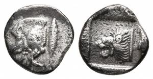 obverse: Mysia. Kyzikos (480-450 a.C.). AR Diobolo (11 mm. - 1,18 gr.). D.\: protome cinghiale a sinistra; R.\: testa di leone a sinistra dentro quadrato incuso. SNG France 376. qBB. R1.