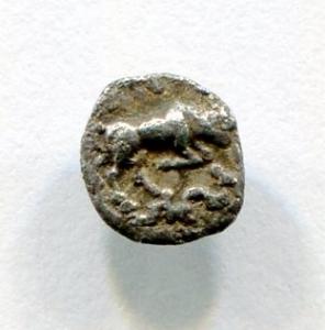 reverse: Ionia, MAGNESIA (450-400 a.C.). AR Obolus (6 mm. - 0,16 gr.). D.\: testa di Apollo. R.\: toro che carica a destra. BB. R2. Moneta piccolissima, splendida e molto affascinante. Decisamente migliore in mano!