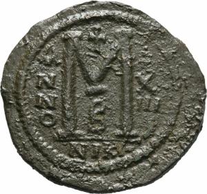 reverse: Giustinianus I (527 - 565). Costantinopoli. AE Follis [40 Nummi], (20,43 gr. - 43 mm.). D.\: D N IVSTINIANVS P P AVG. R.\: M - A/N/N/O XIII - B / NIKO. Sear 201. BB++. Flan davvero notevole e stupendo: 43 mm.!