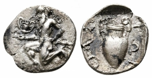 obverse: Thrace. Thasos (450-425 a.C.). AR Obolus (10mm. - 0,75gr.). D.\: Satyr che corre a sinistra; R\: ΘAΣ-IΩN, anfora. BMC 53. qBB. NC.