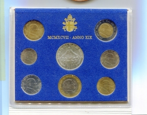 obverse: Vaticano. Folder Ufficiale del 1997 con 7 monete FDC (di cui una in argento). (Val. Cat.: 80€)