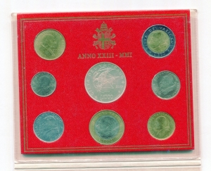 reverse: Vaticano. Folder Ufficiale del 2001 con 7 monete FDC (di cui una in argento). (Val. Cat.: 130)