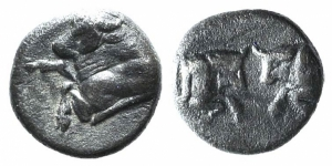 obverse: Caria, Uncertain, c. 5th century BC. AR Obol (7mm, 0.65g, 6h). Female head l. R/ Lion head facing. Cf. SNG Kayhan 983. VF. (ex Bertolami 39E - lot 193. Stima: 90€.)