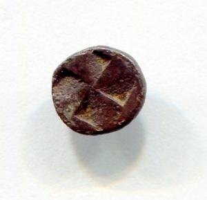 reverse: Aolis, KYME (450-400 a.C.). AR Obolus (7 mm. - 0,46 gr.). D.\: testa di aquila KY. R.\: quadrato incuso quadripartito. BB. R1. Decisamente migliore in mano!