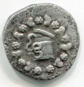 obverse: Mysia. Pergamon (circa 166-67 BC). Struck 123-104 BC. AR Cistophorus (25 mm. - 11,95 gr.). D.\: Cista Mystica from which snake coils, around, ivy wreath with fruits. R.\: Two snakes coiled around a bow case, between the snake heads, monogram of ME, to left, monogram of ΠΕΡΓ, to right, staff of Asklepios. Kleiner, Hoard 18. MB. NC.
